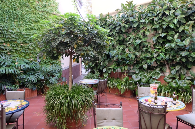 Apartment courtyard in Sorrento