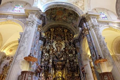 Main altar in Inglesia del Salvador