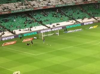 Real Betis goalkeeper warming up