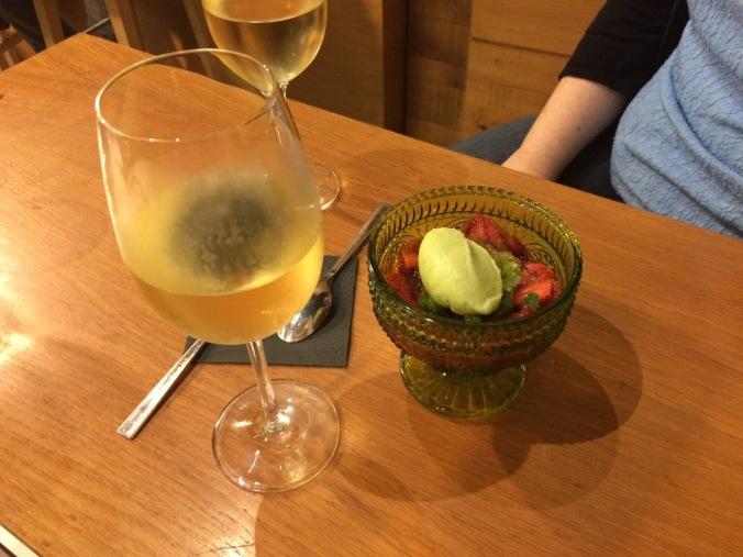 La Pepona - strawberries, vinegar with mint ice cream