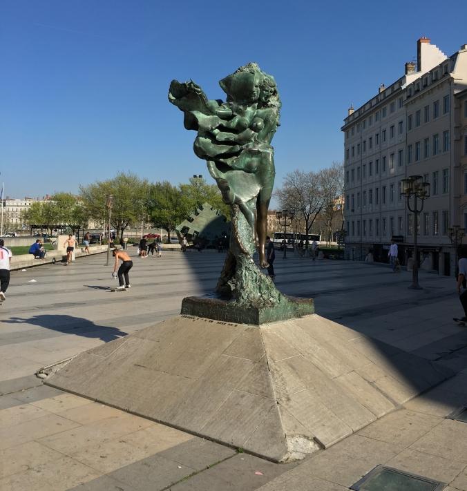 Statue of Louise Labé